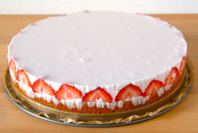 Strawberry Yogurt Mousse Cake for My Brother's 23th Birthday - The ...
