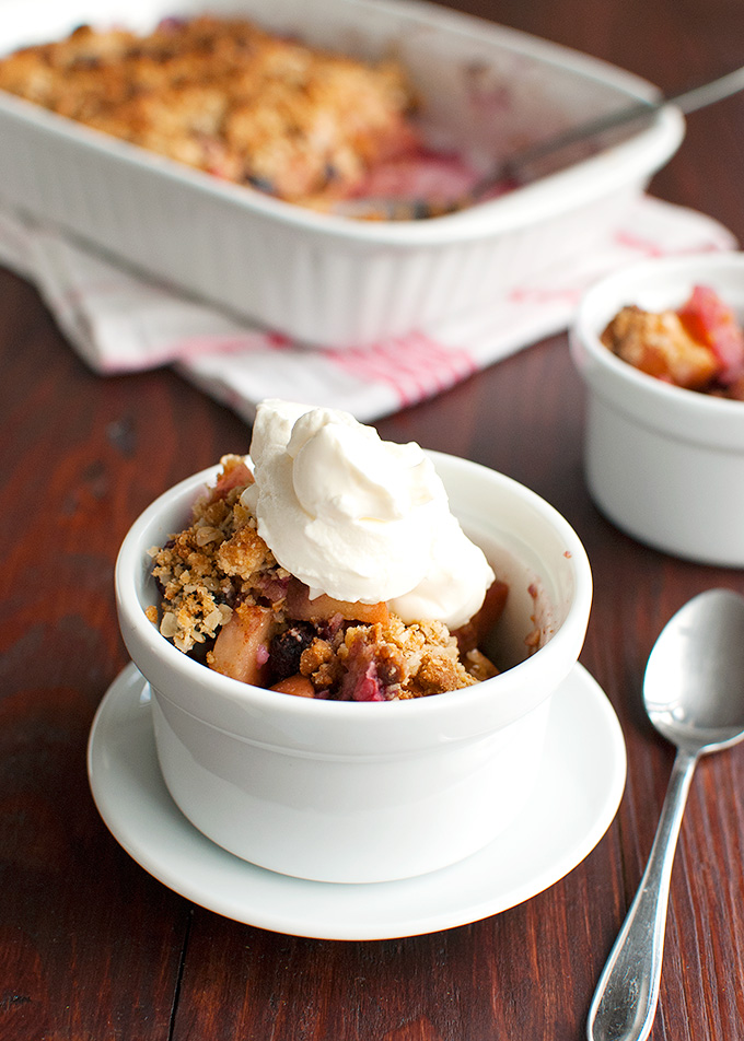 The Tough Cookie | Apple and Mixed Berry Crumble with Biscoff Cookies | thetoughcookie.com