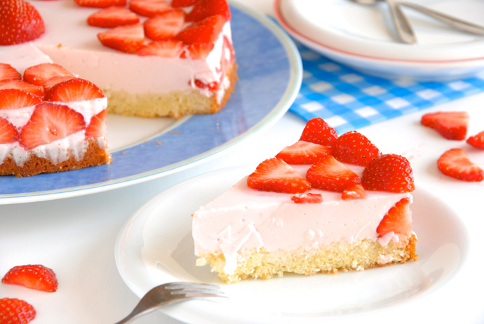 Strawberry Yogurt Mousse Cake