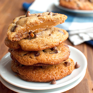 Chocolate Chip Cookies Stuffed with Dulce de Leche Featured