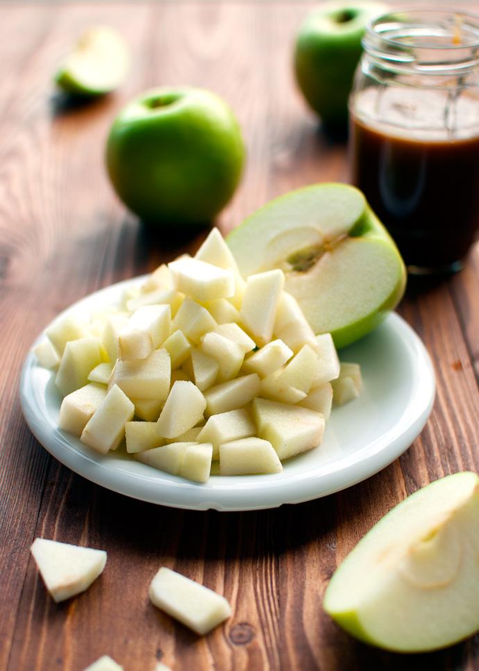 Easy Caramel Apple Cake