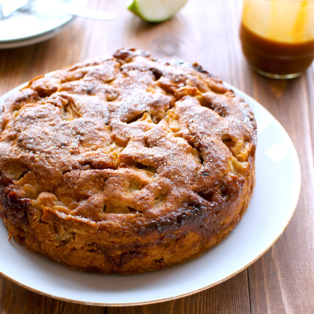 Easy Caramel Apple Cake