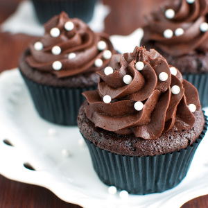 The Best Dark Chocolate Buttercream American Style Featured