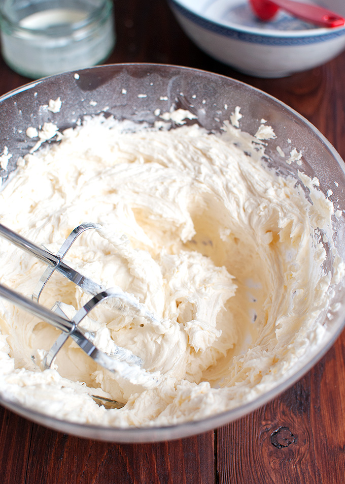 The Tough Cookie | How to Make the Best American Buttercream | thetoughcookie.com