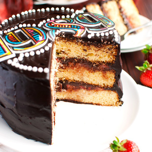 Vanilla Cake with Strawberries and Chocolate - Taylor Swift 1989 Tour Cake Featured