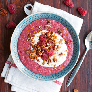Powerbreakfast: Raspberry Oats with Cinnamon and Biscoff Crumbs