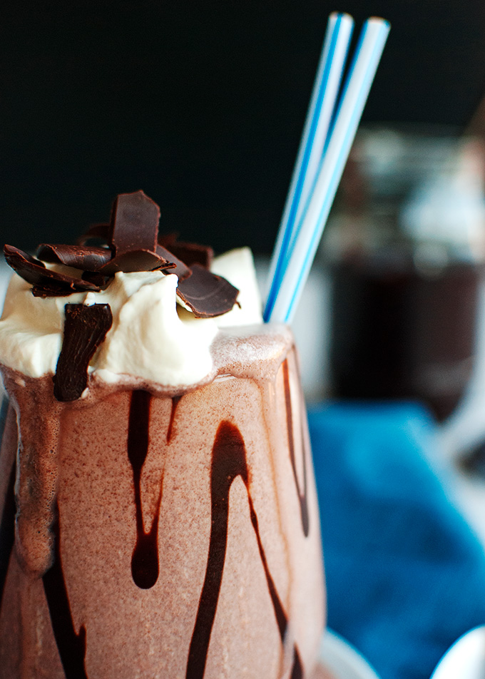 Double Chocolate Milkshakes - So good! | thetoughcookie.com